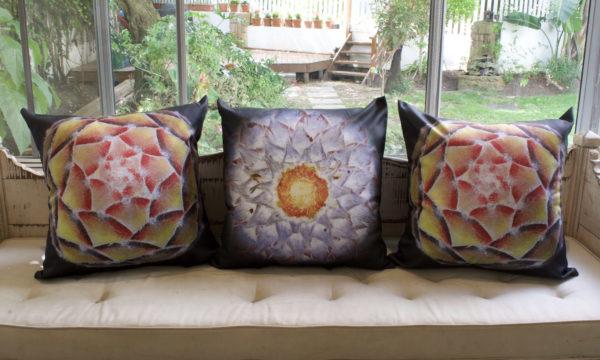 Glowing cushion set